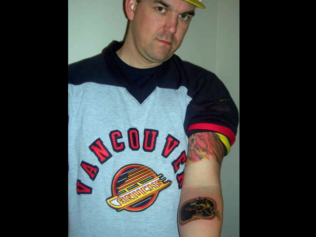 Proud Texan wears his Canucks pride on his arm