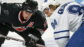staal_eric_canes_grabovski_mikhail_leafs_prepare_for_faceoff_325x183.jpg