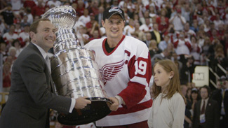 Wings draw a big crowd to Hall of Fame - Detroit Red Wings - News