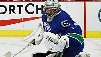 luongo_roberto_canucks_defends_net_325x183.jpg