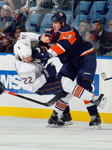 Witt?s 1st career 2-goal game lifts Isles over Oilers thumbnail