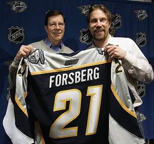 Peter Forsberg with GM David Poile