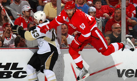 Red Wings get jump on Penguins thumbnail